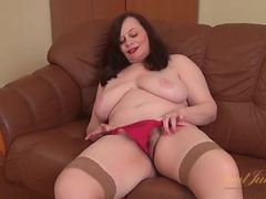 BBW fingers her hot box like a naughty slut