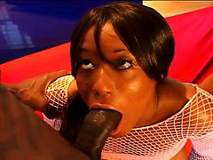 Fearless chocolate girlie in fishnet outfit is stretched by two filthy schlongs