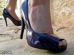 Kortney's Slender Feet