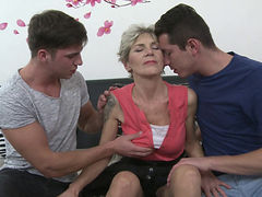 Skinny Gilf Irenka S In Threesome