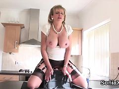 Unfaithful uk mature gill ellis flashes her massive boobs